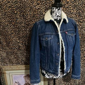‼️LEVIS DENIM JACKET WITH SHERPA ON THE INSIDE ‼️